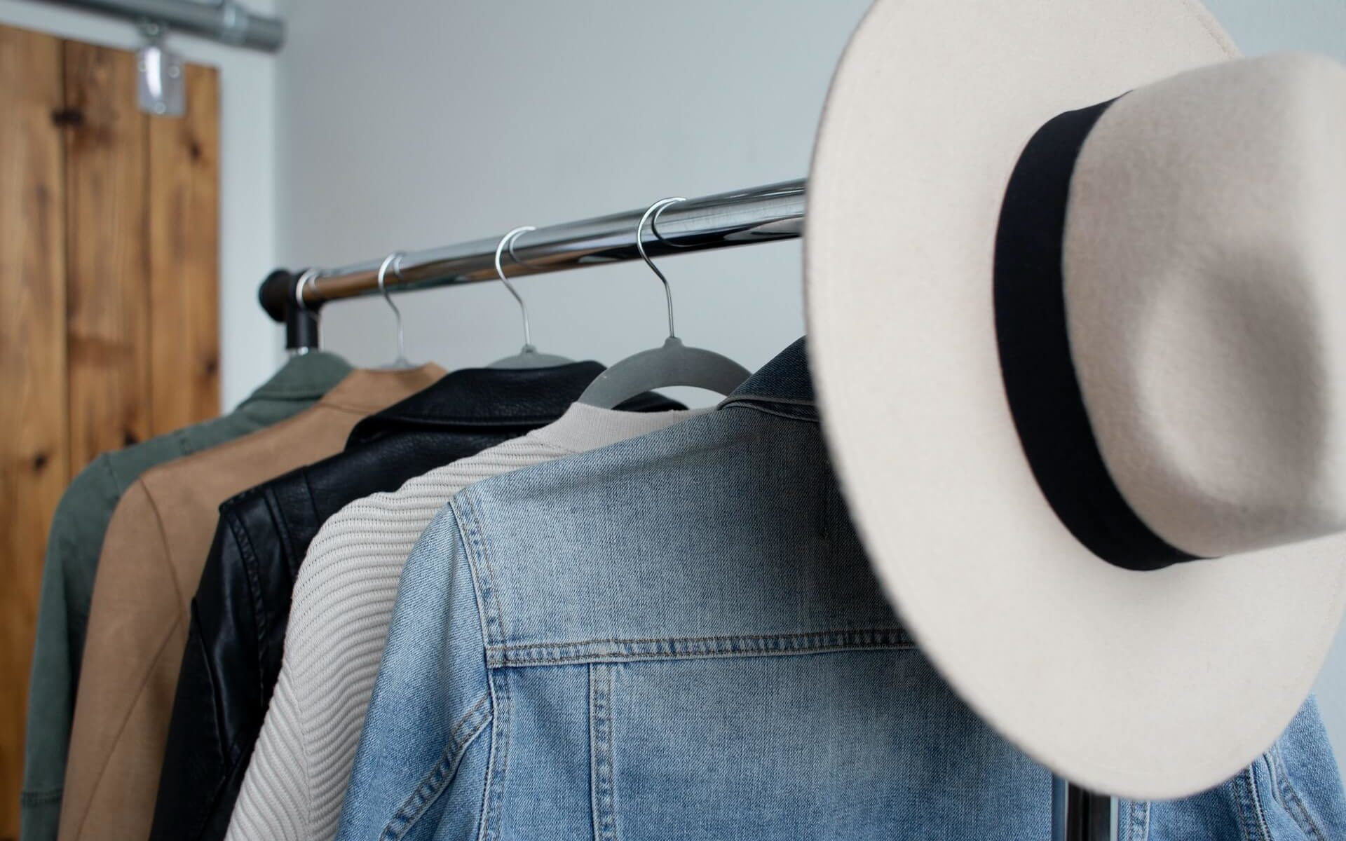 Closet declutter: step-by-step guide to declutter clothes efficiently