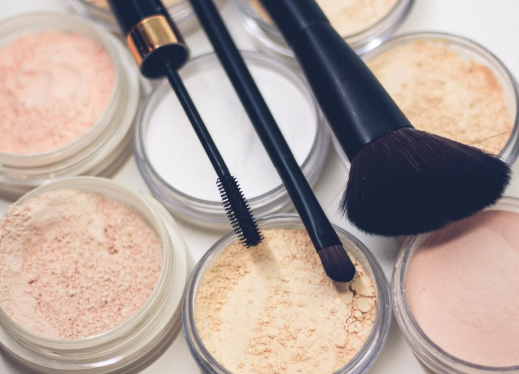 One of the best green ideas to learn how to be sustainable is to get eco-friendly makeup and skincare products.